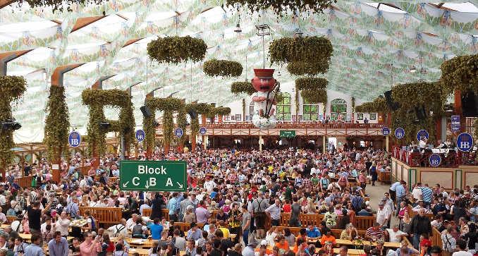 Oktoberfest: Wie komme ich ins (volle) BIer-Zelt?